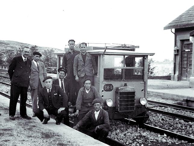 Obreros en el apeadero de Lermilla en los años 30. diariodeburgos.es