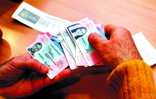 Los permisos de extranjer a caen a la mitad que antes de for Oficina extranjeria madrid