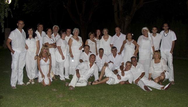 fotografa de familia de los componentes de la asociacin cultural amigos del baile durante la i fiesta ibicenca foto la tribuna
