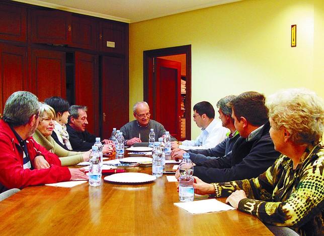 Imagen de la última reunión de la junta directiva encabezada por su presidente, José María Martínez (al fondo). M.J.F.