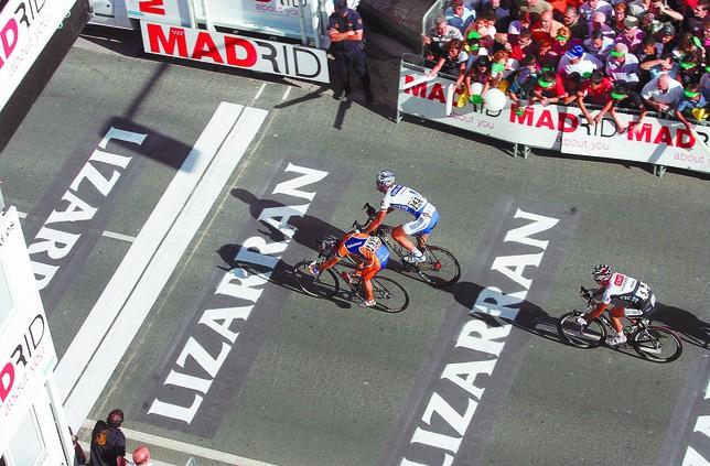 Imagen de la llegada de la Vuelta a España a Burgos en 2008. Óscar Freire fue el ganador, por delante de Tom Boonen.  Alberto Rodrigo
