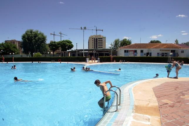La temporada de piscinas de verano se adelanta al s bado for Piscina municipal albacete