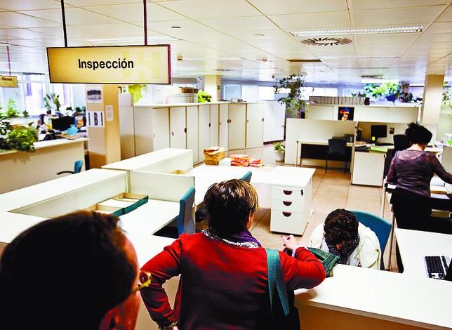 Las administraciones buscan que los morosos no tengan escapatoria y paguen las deudas y las sanciones. Alberto Rodrigo