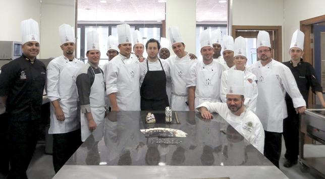 Foto de familia de la delegación de cocineros. El Día