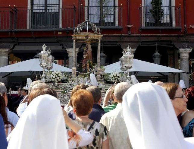 Ofrenda floral a la Virgen de San Lorenzo
