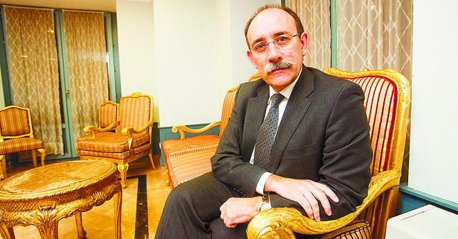 Mario Bedera ofreció la charla en el Salón Rojo del Teatro Principal. DB/Alberto Rodrigo