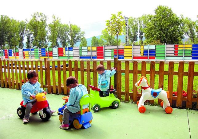 La escuela de anduva inicia el curso con la mitad de las for Aprendemos jugando jardin infantil