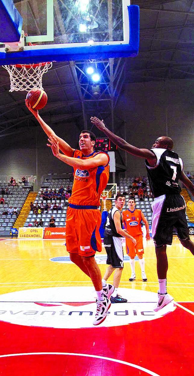 Sergio Olmos, durante el primer partido de Liga en Lleida.  diariodeburgos.es