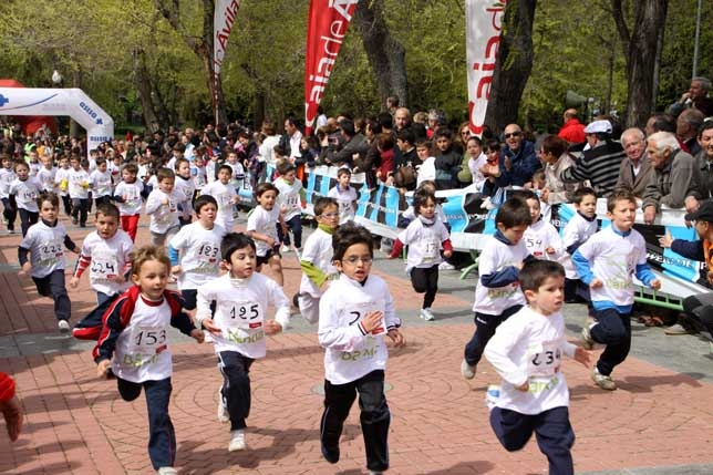 M s de 600 participantes en la carrera infantil de san for Jardin 901 vicente lopez
