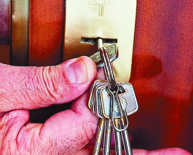 Una acorazada en el dormitorio diario de burgos for Tipos de llaves de puertas