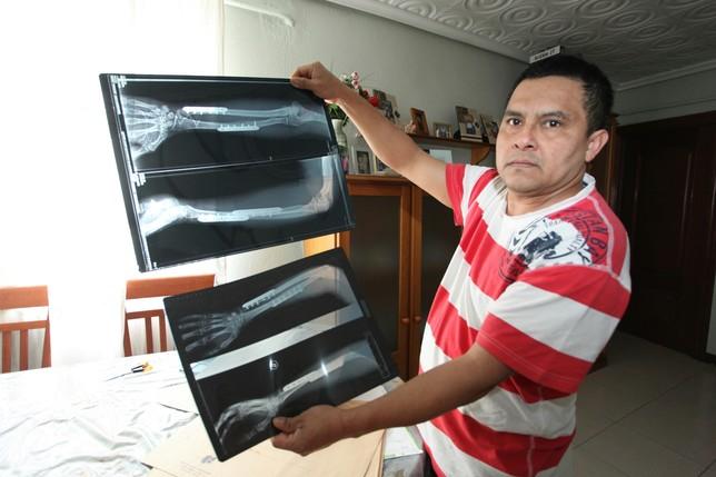 Tito Fernando Ángel Bastidas está en situación irregular en España y se ha quedado sin tarjeta sanitaria. J. Rivas
