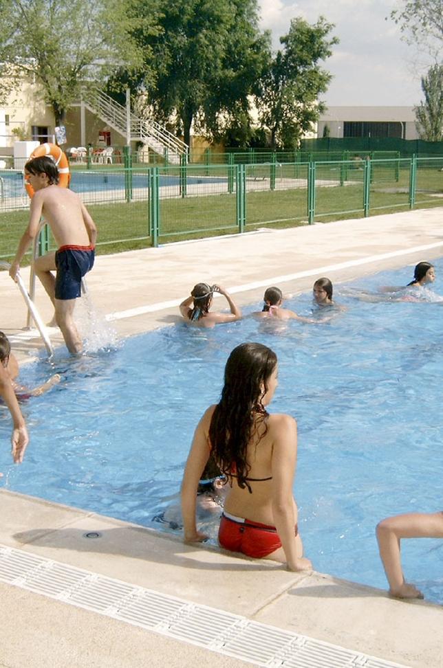Abren las piscinas p blicas con precios de entre 1 8 y 7 32 euros la tribuna de toledo - Piscina municipal toledo ...