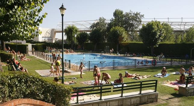 El ayuntamiento crea nuevos bonos para las piscinas que for Piscina parquesol