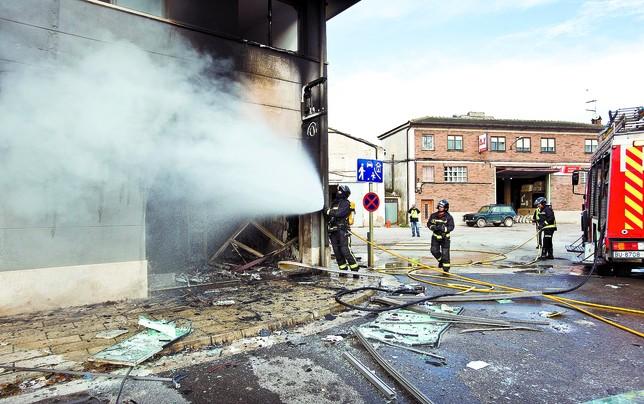 Los bomberos de Burgos sofocaron las llamas. DB/Alberto Rodrigo