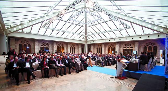 Alrededor de 400 profesionales del sector de las autoescuelas procedentes de toda España, Portugal y Latinoamérica se dieron cita ayer en Burgos. DB/Ángel Ayala