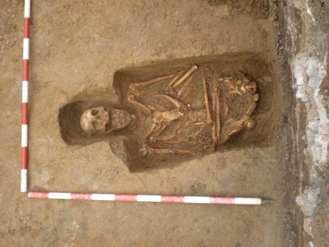 Una de las tumbas halladas en Arévalo. Ricardo Guerra