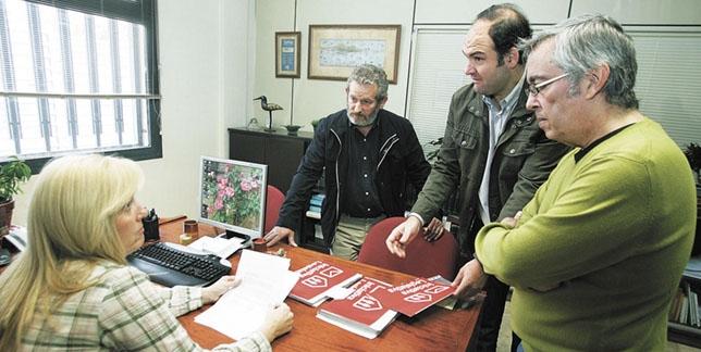 Ugt y ccoo recogen firmas en la provincia por la for Oficina del censo electoral madrid