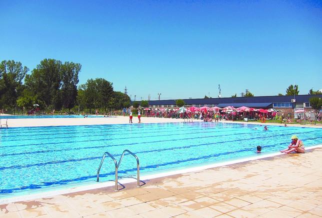 Las piscinas de verano cierran con visitas m s que for Piscinas ubierna burgos