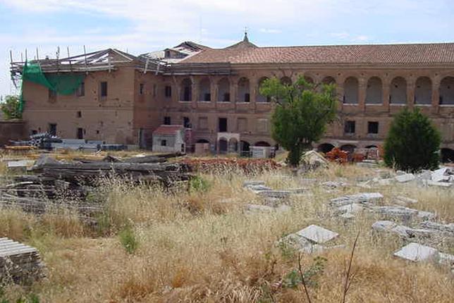 Hospital Simón Ruiz. Único edificio de España de esas similitudes que no tiene uso y en un estado de semiruina