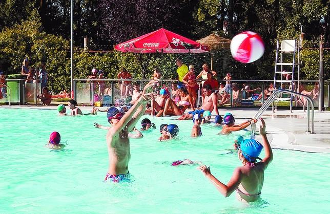 Las piscinas viven un gran julio con usuarios m s for Hoteles en burgos con piscina