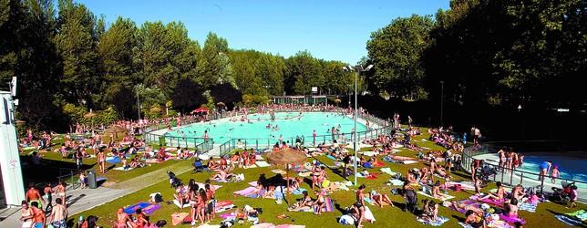 Las piscinas baten en verano r cord de ocupaci n con 302 for Piscinas san agustin burgos