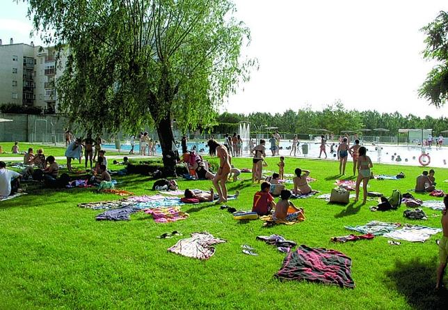 Listos para el verano diario de vila for Piscina el guerra