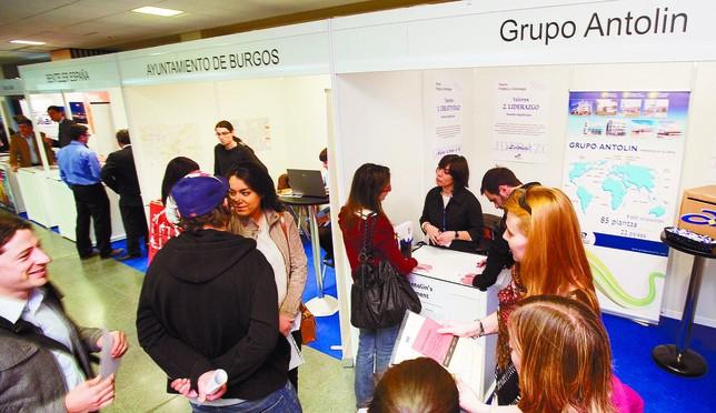 Desde el año 2002 la institución académica ha realizado foros de empleo para poner en contacto a los titulados con las ofertas laborales.  Alberto Rodrigo