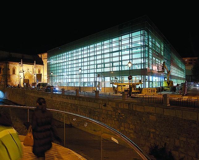Pruebas de iluminación, con la construcción prácticamente finalizada a finales de 2011 A. ayala