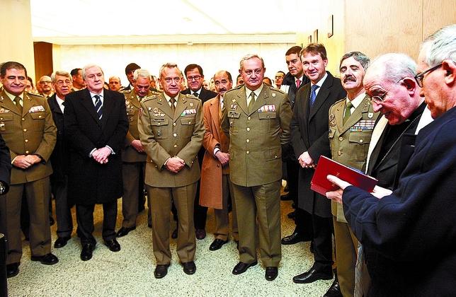 El arzobispo bendijo el Nacimiento en presencia de autoridades civiles y militares. Patricia