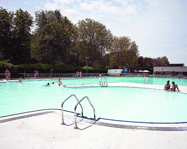 Las piscinas municipales viven el peor arranque de los for Piscinas el plantio burgos