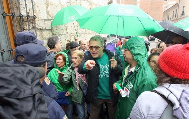 Varios ciudadanos protestaron al ministro Wert. Ical