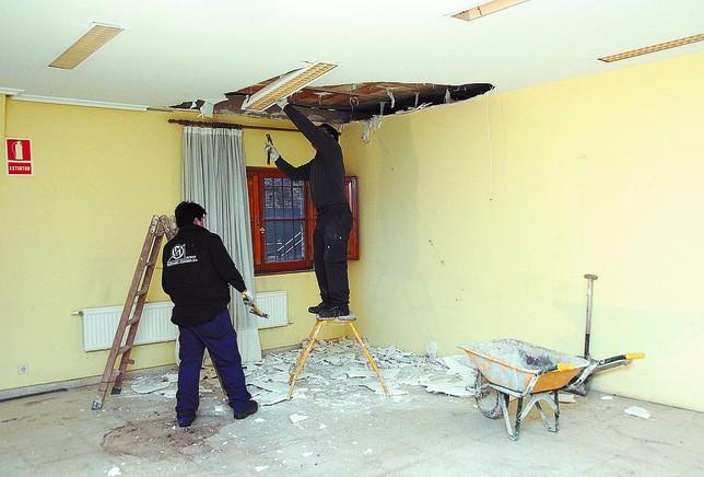 Las obras en la planta baja del Ayuntamiento han dado comienzo esta semana y se prolongarán hasta final de febrero. Azúa