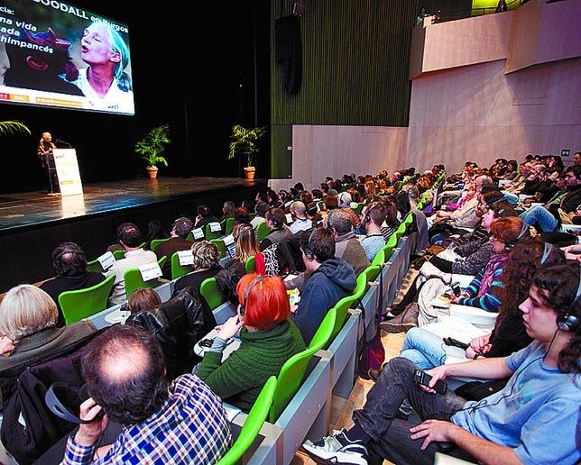 Con su conferencia llenó el aforo del auditorio. Luis López Araico
