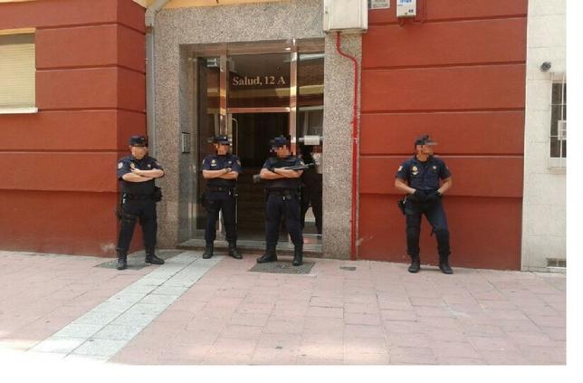 Registro efecutado por la Policía en Pajarillos. J. Tajes