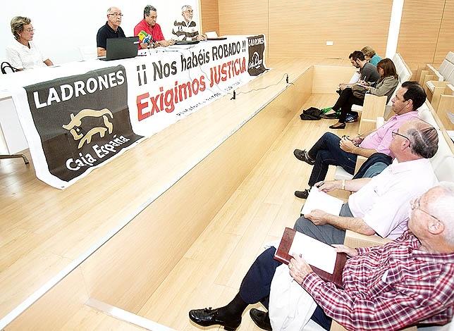 Un momento de la reunión ayer en el CEAS Fernández Nieto de la capital EV GARRIDO
