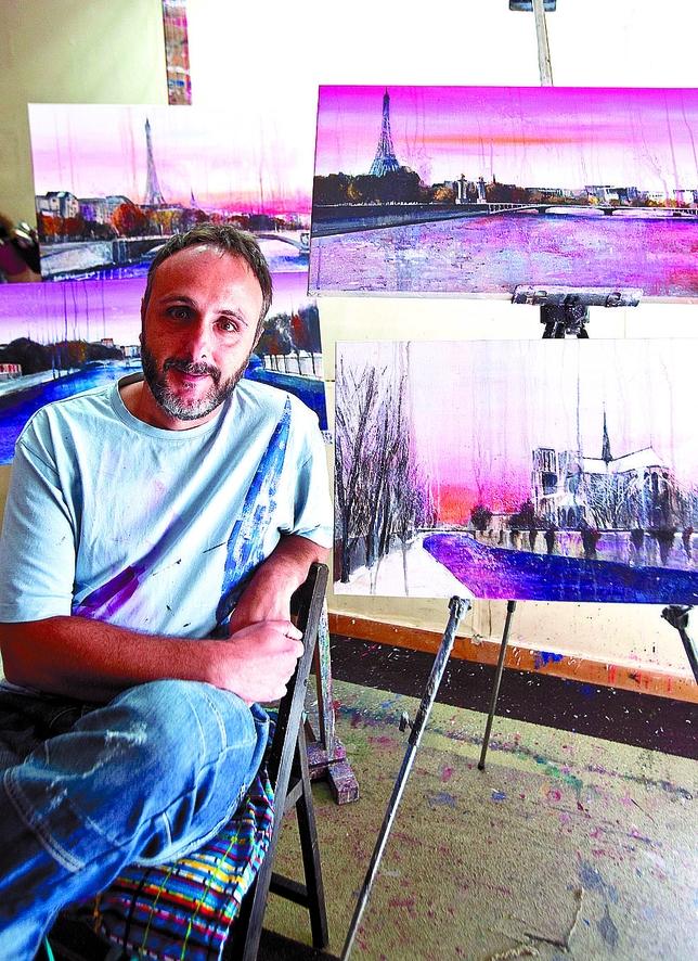 Herreros lo hace con obra figurativa de la serie 'Sena', en sus habituales tonos rosados. Patricia