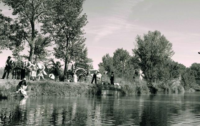 CASTIL DE VELA: Un siglo después, la cuarta esclusa en Castil de Vela vuelve a revivir el paso de las mulas arrastrando la barcaza 15, que cargaba y transportaba la cosecha a lo largo del Canal de Castilla.