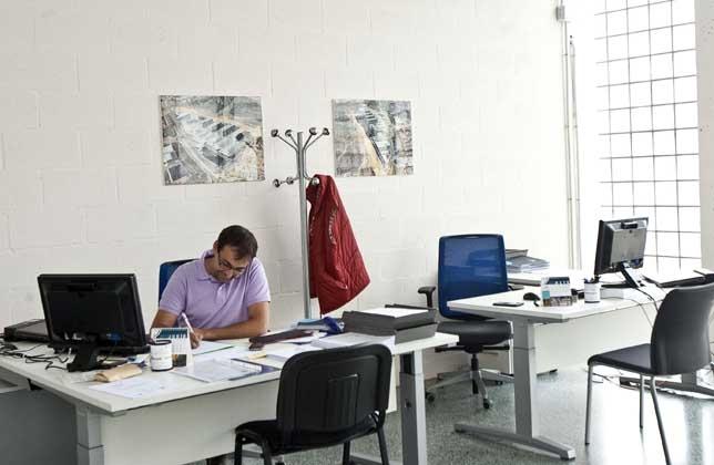 Nuevo convenio colectivo para 480 empleados de oficinas y for Convenio colectivo oficinas y despachos pontevedra