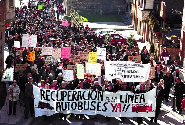 La plataforma 'Demanda Dignidad' culpa a las administraciones del desmantelamiento de los pueblos. Azúa
