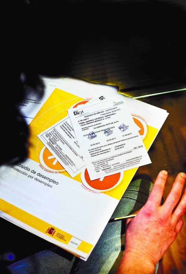 La lucha contra el fraude deja sin paro a 120 personas un for Sellar tarjeta paro