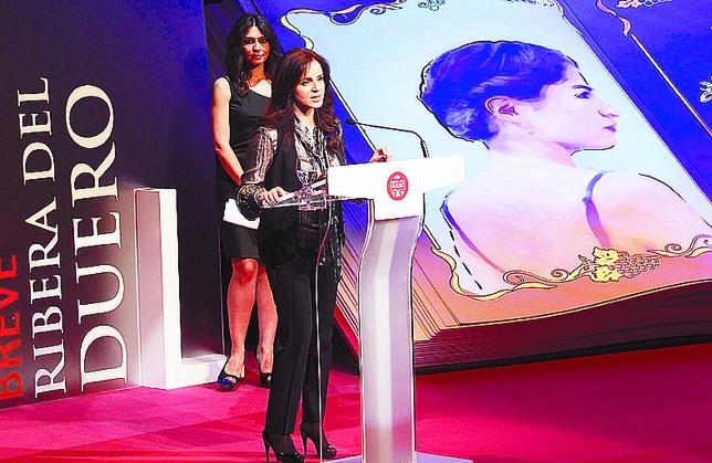 Silvia Clemente, interviniendo ante Marta Fernández, conductora de la gala. Ical