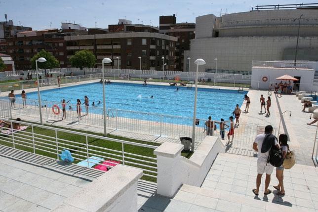 El consistorio invierte euros en la piscina mar a for Piscina dehesa boyal
