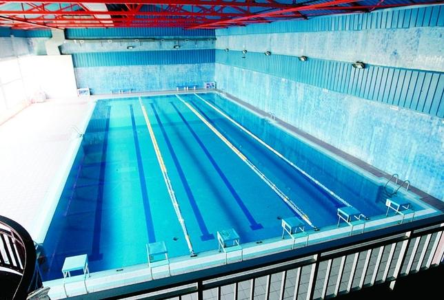 Remodelaci n de urgencia en la piscina cubierta de la for Piscina municipal avila