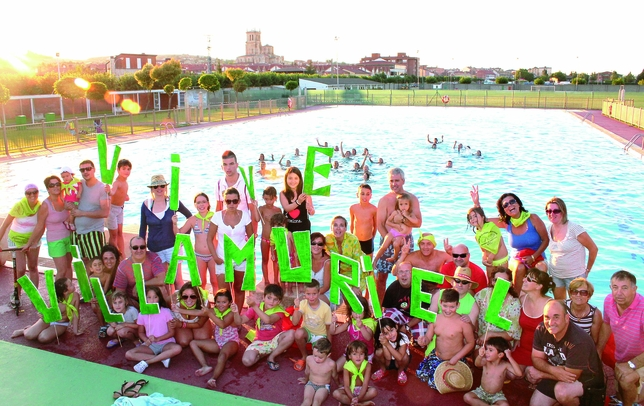 VILLAMURIEL DE CERRATO: Los atardeceres veraniegos en Villamuriel de Cerrato, tras una buena jornada de baño en la piscina y con la hermosa vista de Santa María la Mayor como fondo, invitan de verdad 'a vivir' el pueblo.