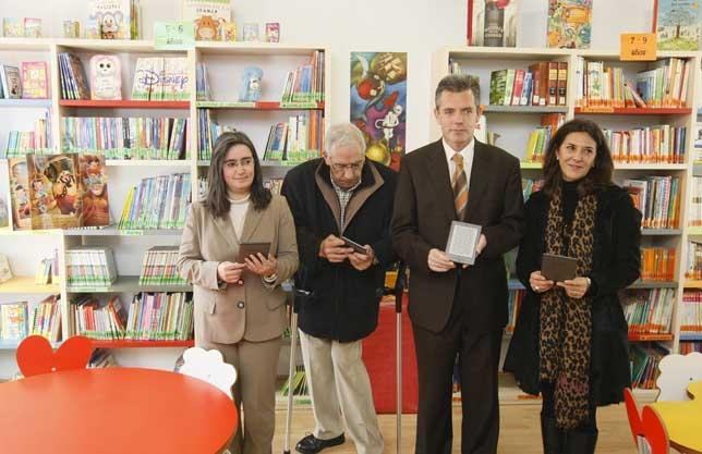 Las bibliotecas municipales abulenses ya cuentan con libros electrónicos a préstamo. Antonio Bartolomé