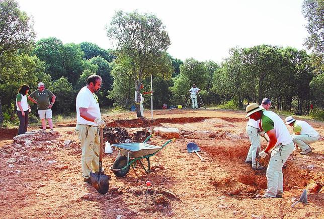 Las excavaciones se encuentran aún en una fase muy inicial si bien el templo está muy desmantelado. DB