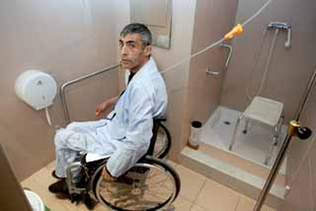 Baño En Ducha De Un Paciente: Perpetuo Socorro no tiene baños adaptados – La Tribuna de Albacete