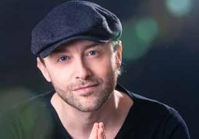 Fernando Lázaro, pianista y compositor. Juanjo Valverde. - DBCB6C0D-EED4-BC81-00AC76E8E1ED4D9F