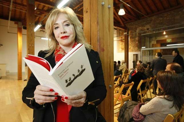Janette Lozano presentó en Ávila el poemario de Ernesto Cardenal dedicado a Tata Vasco. Antonio Bartolomé