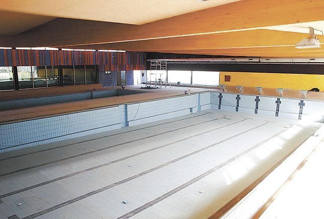 El consistorio fija los precios para acceder a la piscina for Precio piscina climatizada